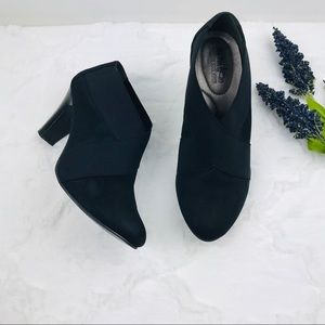 Coach & Four Black suede ankle heeled booties 8.5